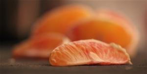 Inte taroccoapelsin men väl en tidig blodapelsin - en karaktärsfrukt utan den söta jolmigheten i en vanlig navelapelsin.